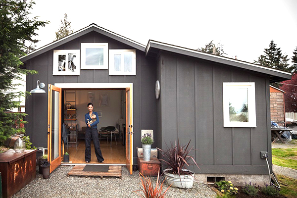 7 super cool tiny houses revolutionizing micro living for Super small house design
