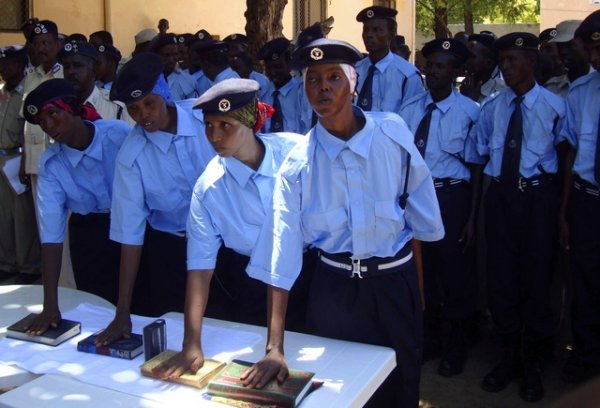 Somali policewomen swear by the Holy Koran during a passing out ceremony at the Police Academy in the capital Mogadishu, May 30, 2010. Somalia has been mired in violence and lacked effective central government since the overthrow of a dictator in 1991. Islamist fighters have waged a three-year insurgency that has killed more than 21,000 people. REUTERS/Feisal Omar (SOMALIA - Tags: SOCIETY CRIME LAW)