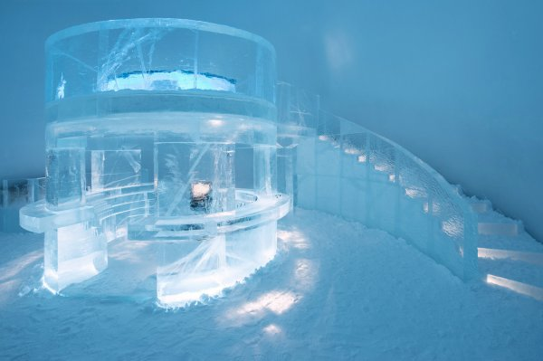 icebar-by-icehotel-jukkasjarvi-design-elin-julin-marinus-vroom-and-jens-thoms-ivarsson-photo-asaf-kliger-1400x932