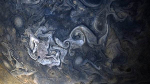 the planets atmosphere is a turbulent mess of hydrogen and helium gases