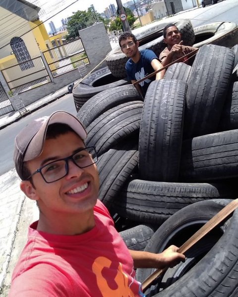 Young Brazilian is turning old tires into beds for animals and the environment is grateful 5c5a28310cad3  700