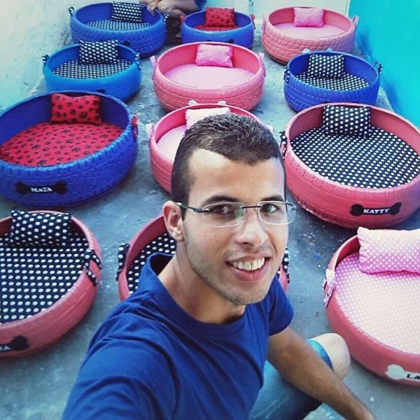 Young Brazilian is turning old tires into beds for animals and the environment is grateful 5c5a286772f87  700