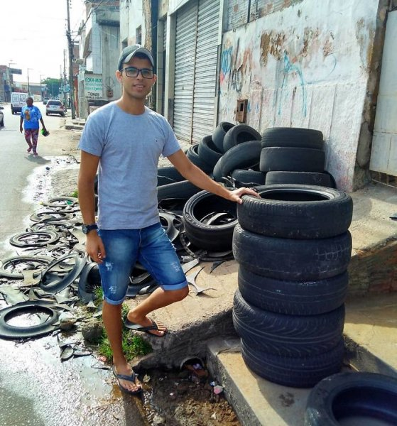 Young Brazilian is turning old tires into beds for animals and the environment is grateful 5c5adc107eba3  700