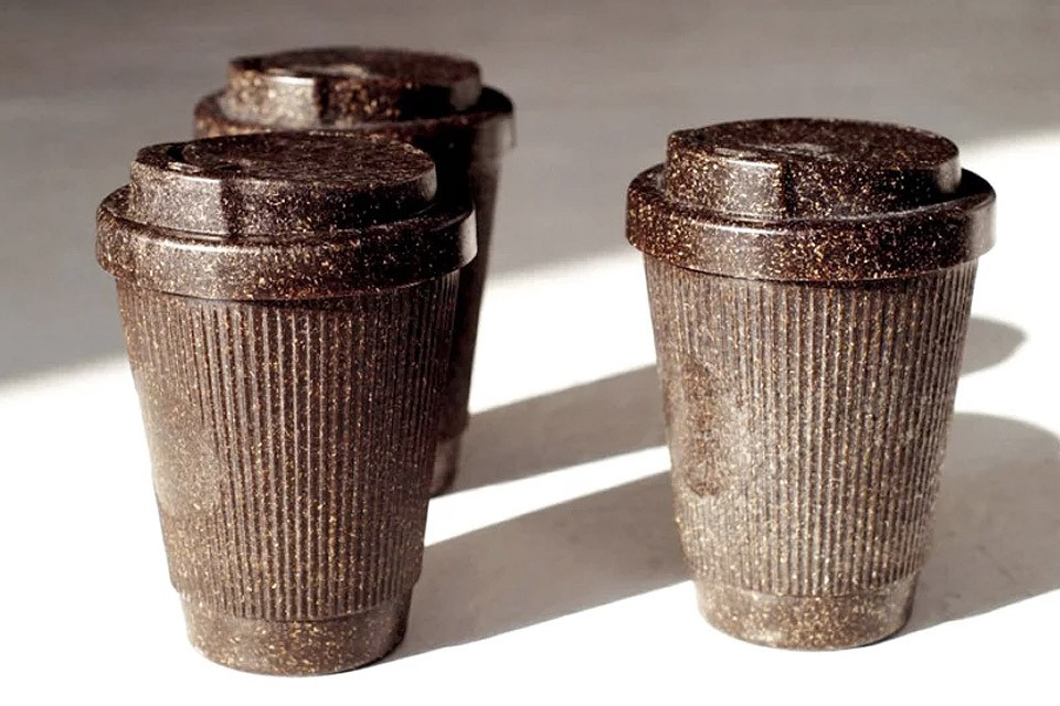coffee mugs made from recyclable coffee grounds 02