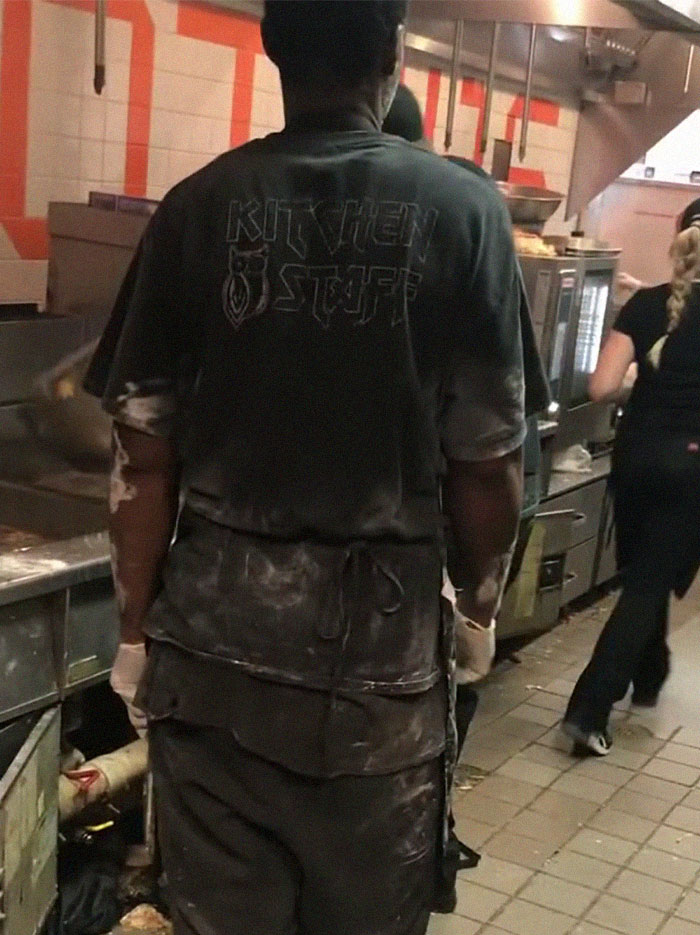 hooters disgusting kitchen 11 5d19b137092ef 700