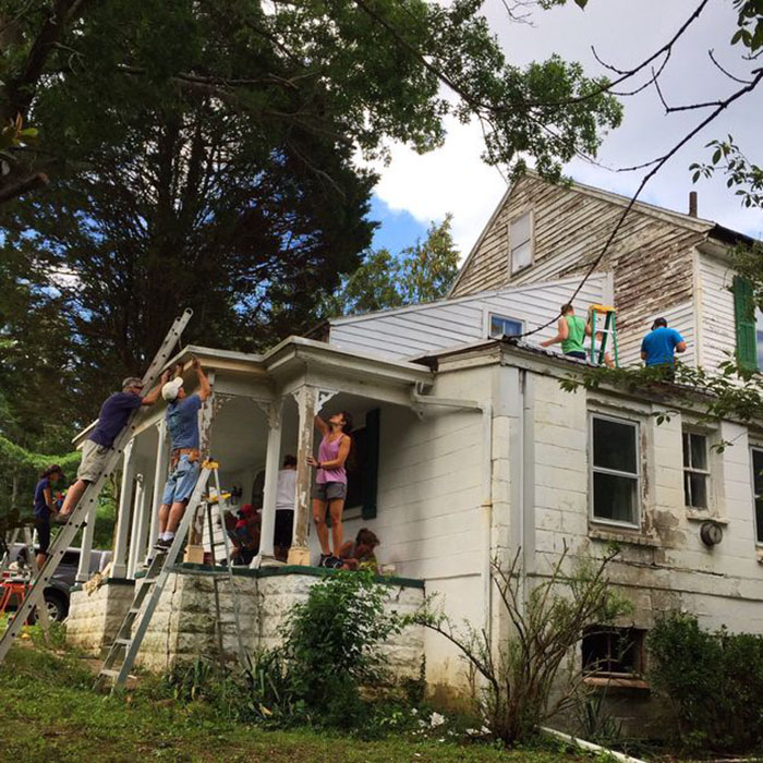 These Kind Neighbors Repaired And Painted The House Of A Lonely Retired School Teacher For Free 5